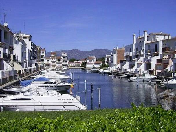 A typical canal in Empuriabrava